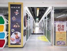 宽敞明亮的走廊
